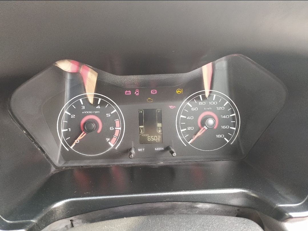 MAHINDRA KUV100 K4 PLUS 6 SEATER PETROL